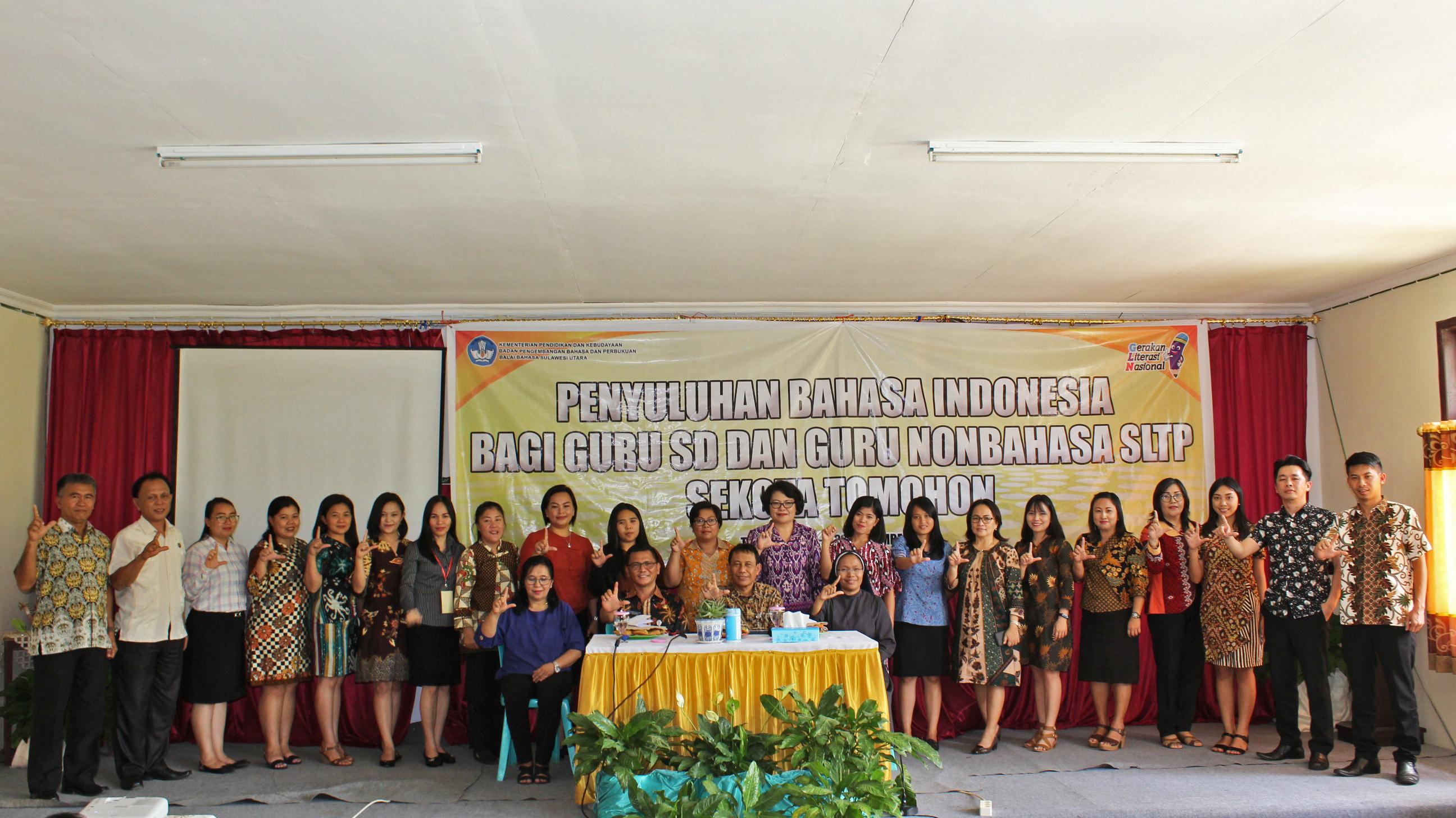 Penyuluhan Bahasa Indonesia Bagi Guru SD dan Guru SLTP Nonbahasa di Kota Tomohon Tahun 2019