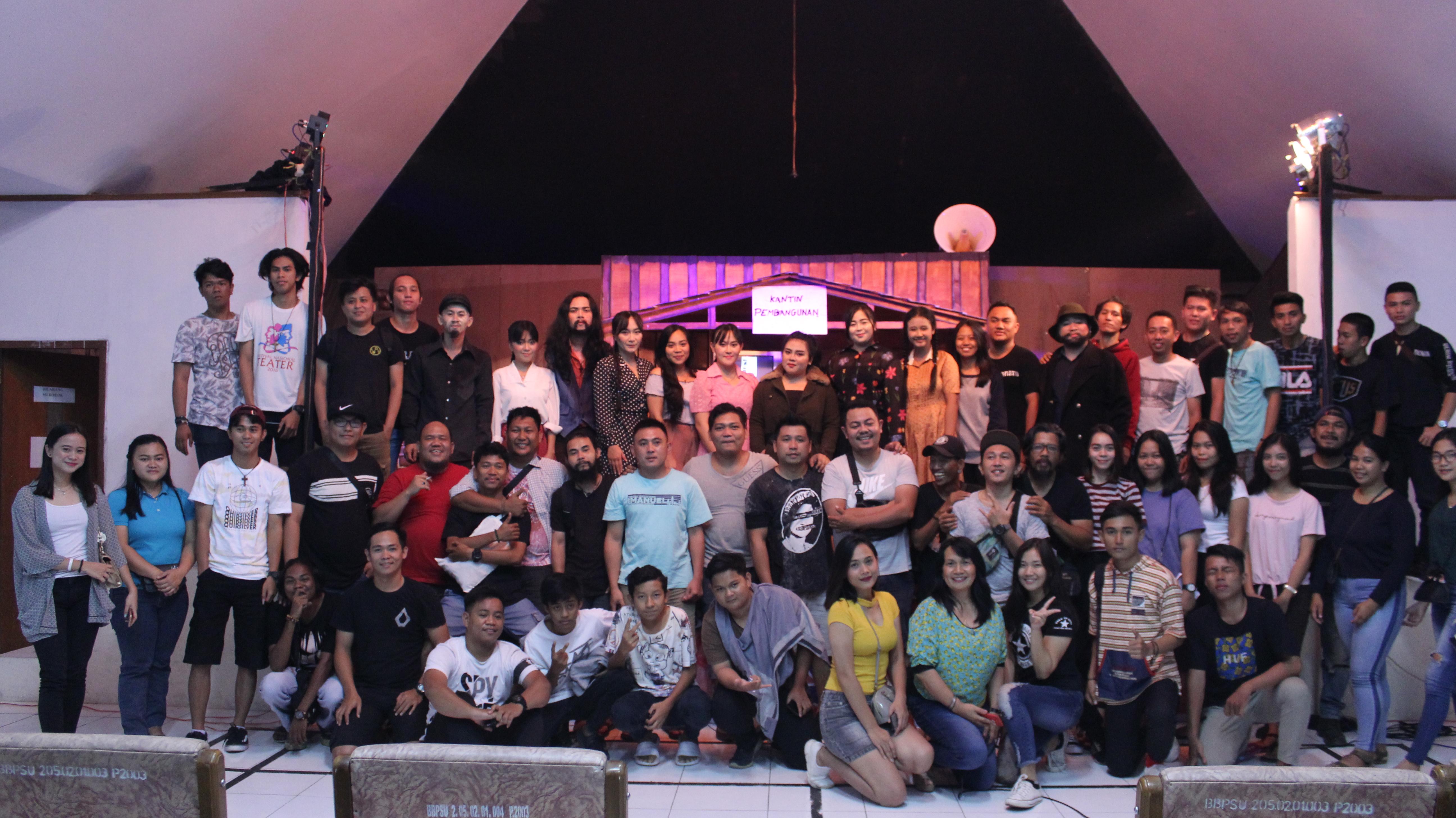 """Pentas Sastra """"Revolusi Lonceng"""" di Balai Bahasa Sulawesi Utara"""